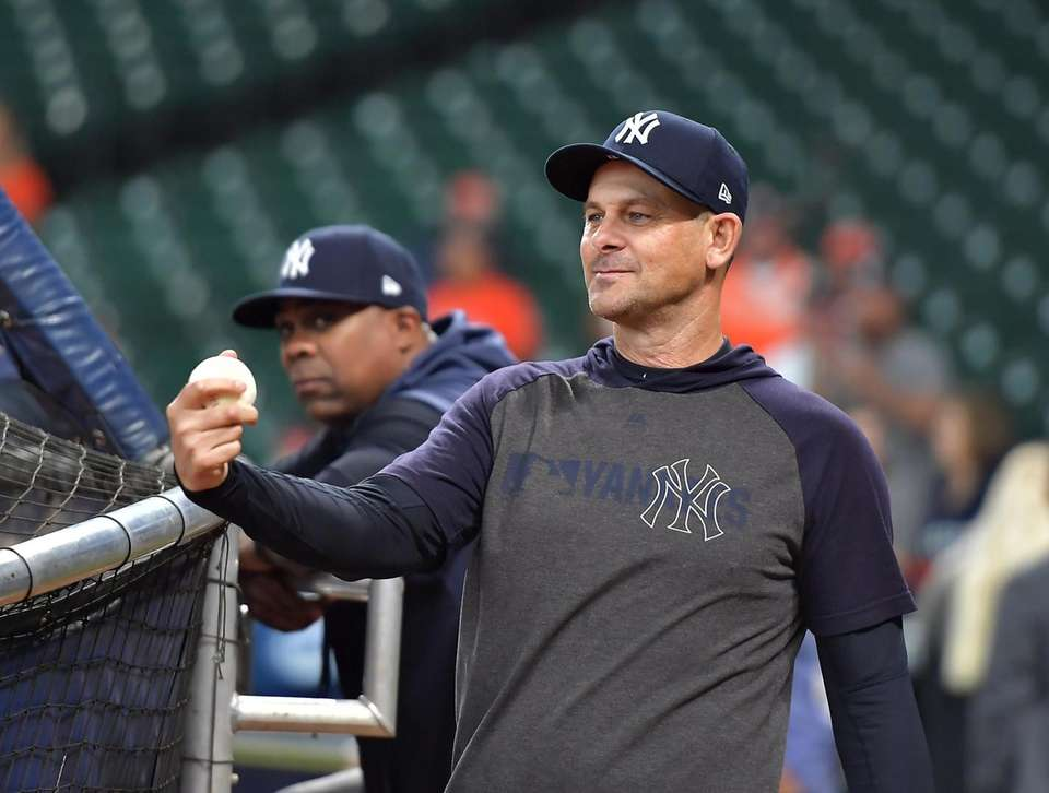 New York Yankees manager Aaron Boone (17) before