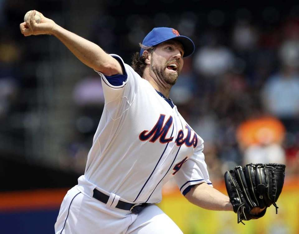 New York Mets starting pitcher R.A. Dickey pitches
