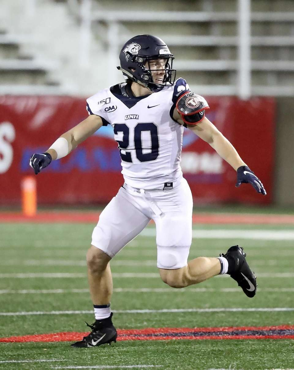 New Hampshire Wildcats running back Dylan Laube (20)