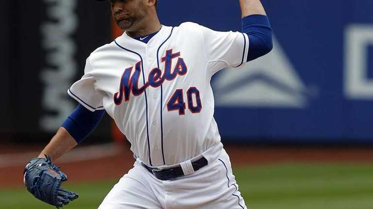 Mets relief pitcher Tim Byrdak pitches. (May 24,