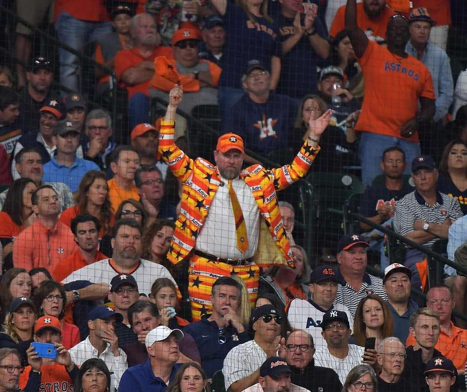 This Houston Astros fan 4th inning in Game