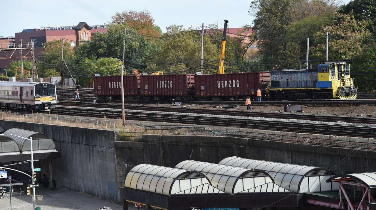 LIRR: Work train derailment won't affect a.m. commute
