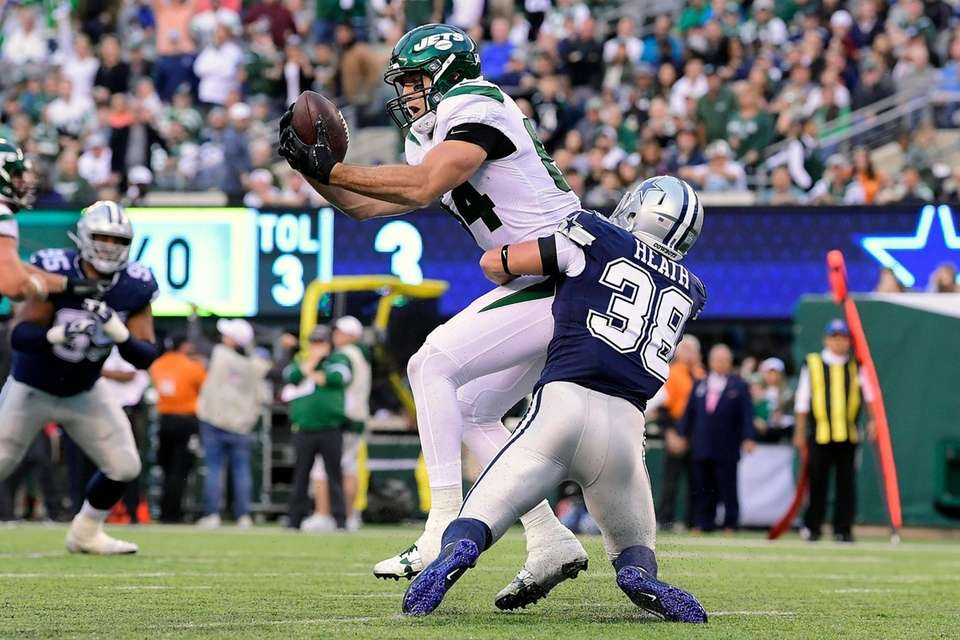 Ryan Griffin of the Jets catches the ball