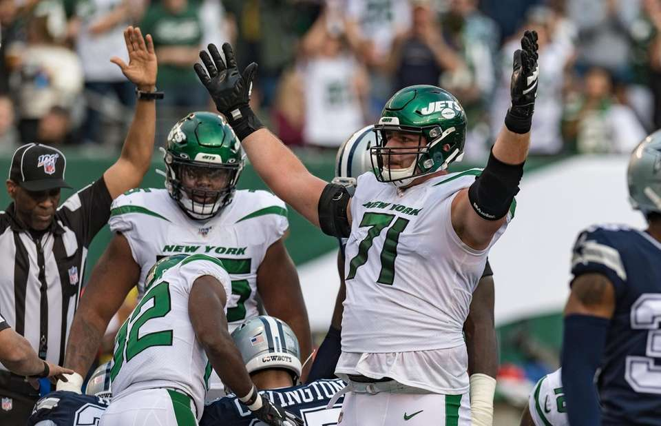 New York Jets offensive guard Alex Lewis (71)