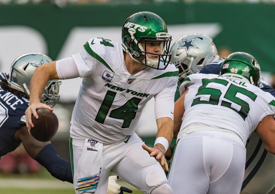 New York Jets quarterback Sam Darnold (14) during