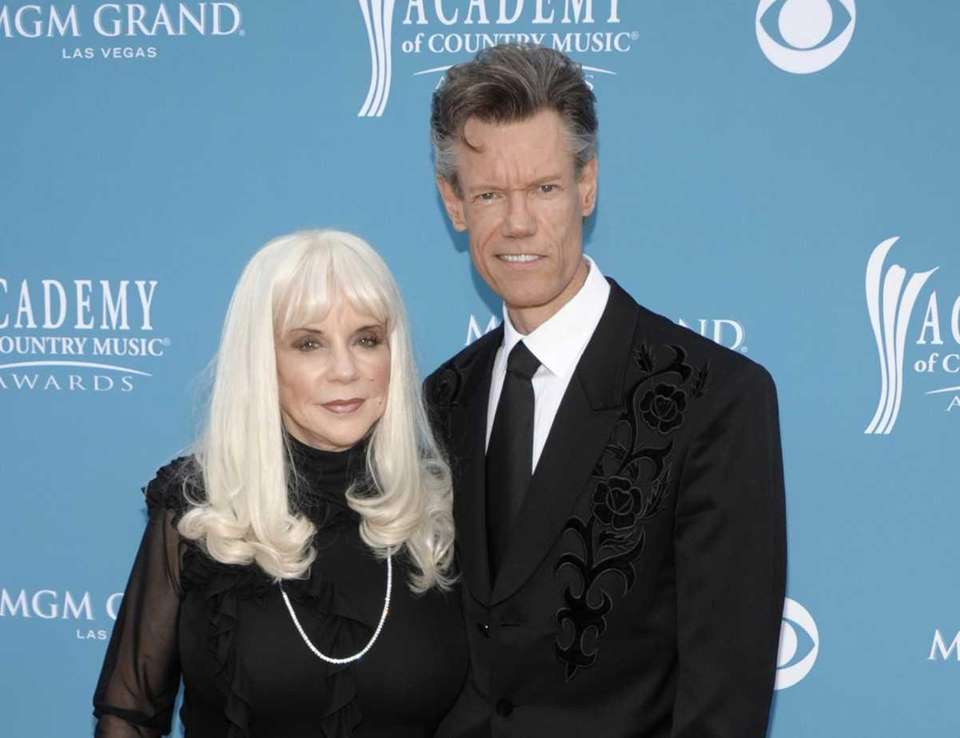 Country singer Randy Travis and then-wife Elizabeth arrive