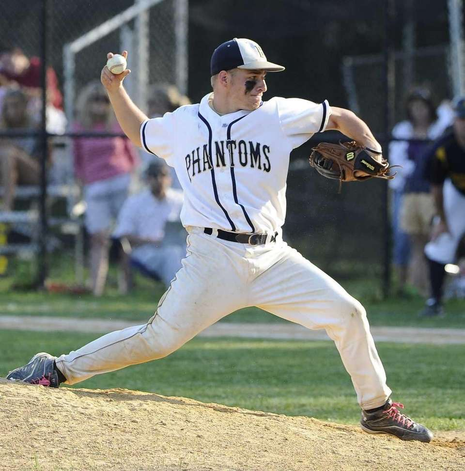 Bayport-Blue Point pitcher Chris Brewer delivers against Shoreham-Wading