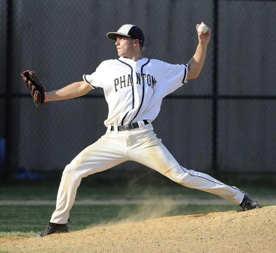 Bayport-Blue Point starting pitcher Jack Piekos delivers against