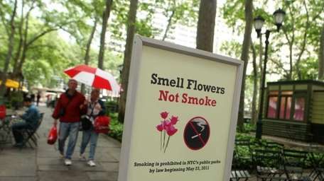 A sign at the entrance to Bryant Park