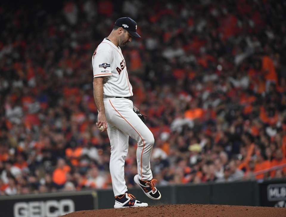 Houston Astros starting pitcher Justin Verlander (35) in