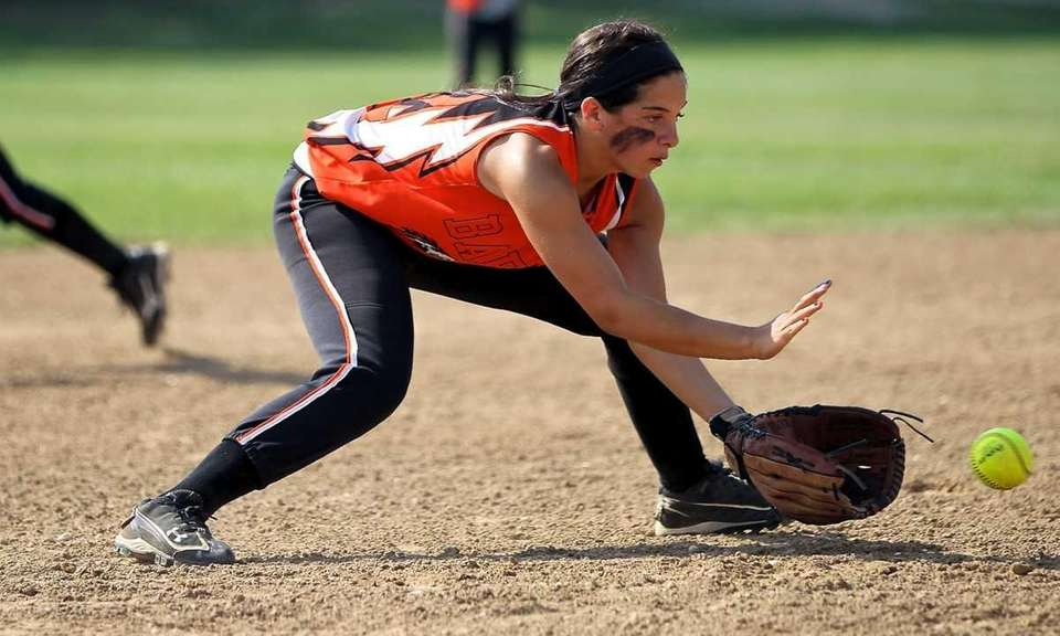 Babylon third baseman Brianna Goodfellow grabs the ground