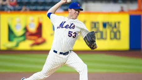 Jeremy Hefner pitches for the Mets during the