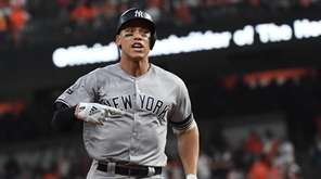 New York Yankees right fielder Aaron Judge (99)