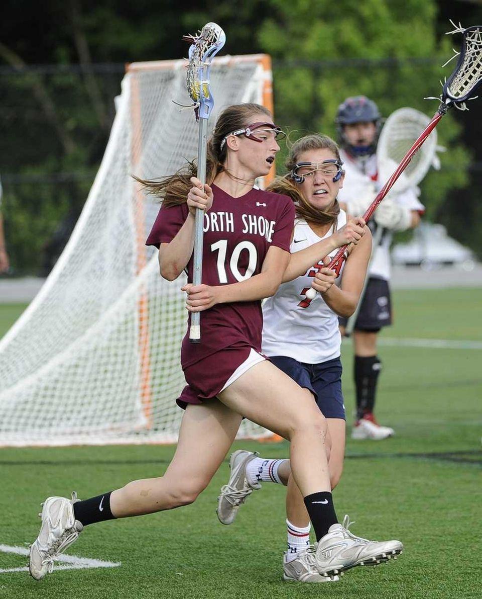 North Shore's Amanda Johansen controls the ball against