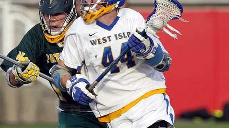 West Islip's Tom Moore (44) brings the ball