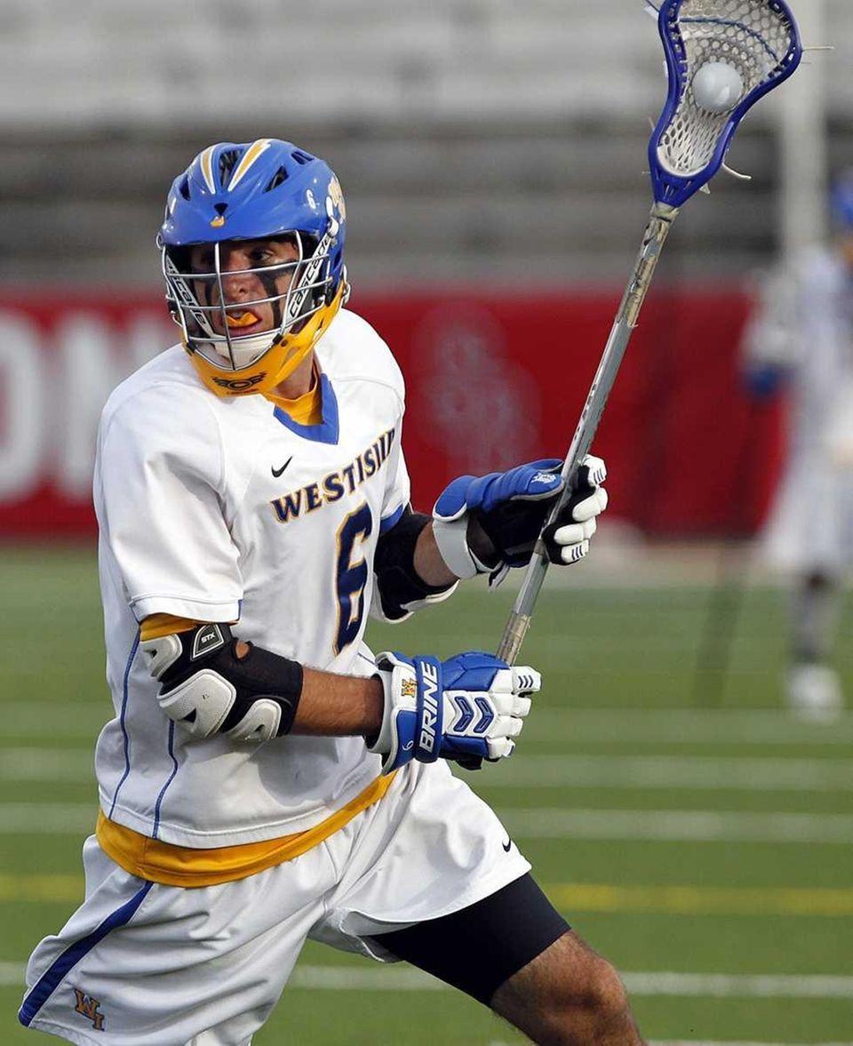 West Islip's Matt Bellucci (6) brings the ball