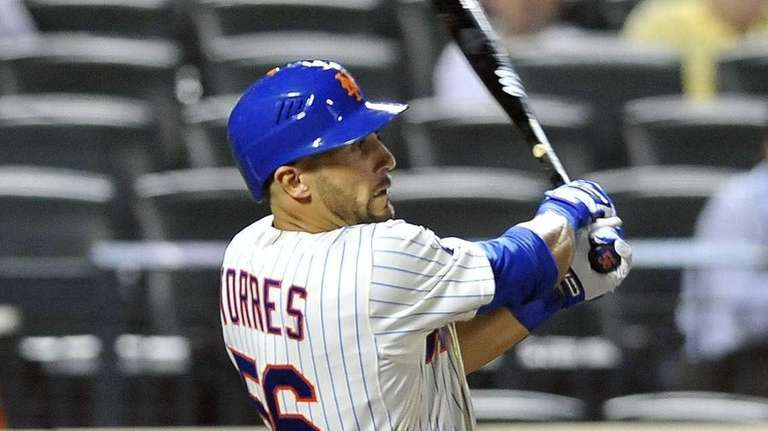 Andres Torres hits an RBI single in the
