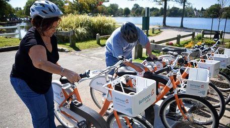 Christina and Robert Santos of Babylon rent bikes