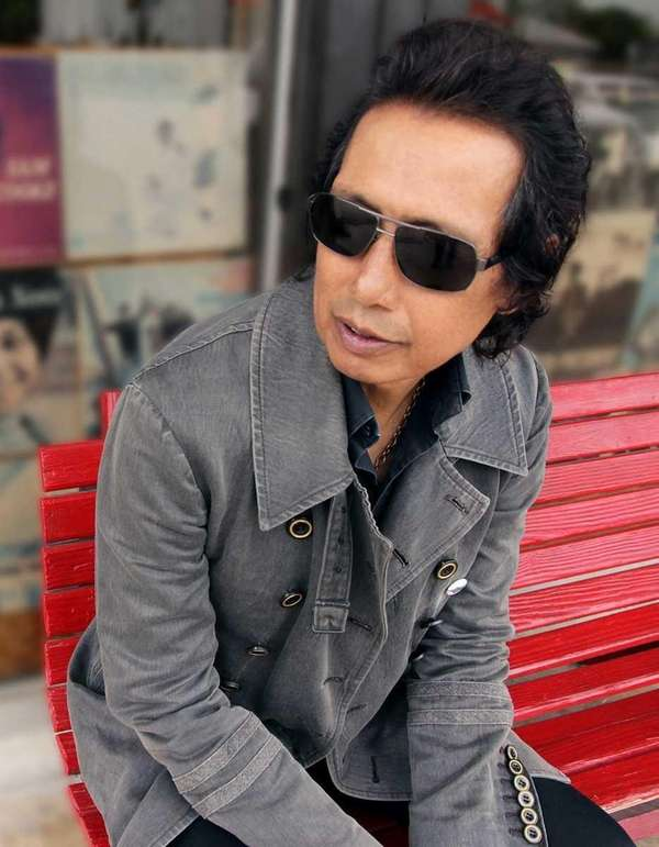 Alejandro Escovedo's performance Sunday will kick off the
