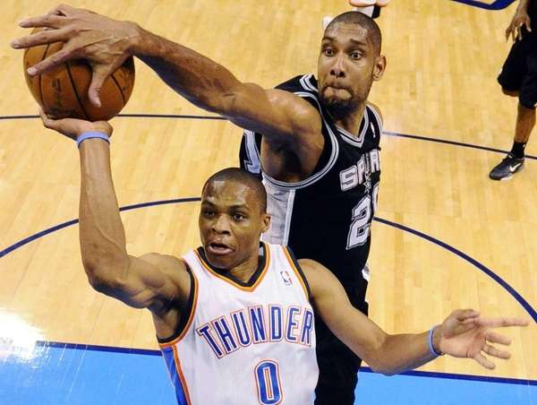 San Antonio Spurs center Tim Duncan (21) blocks