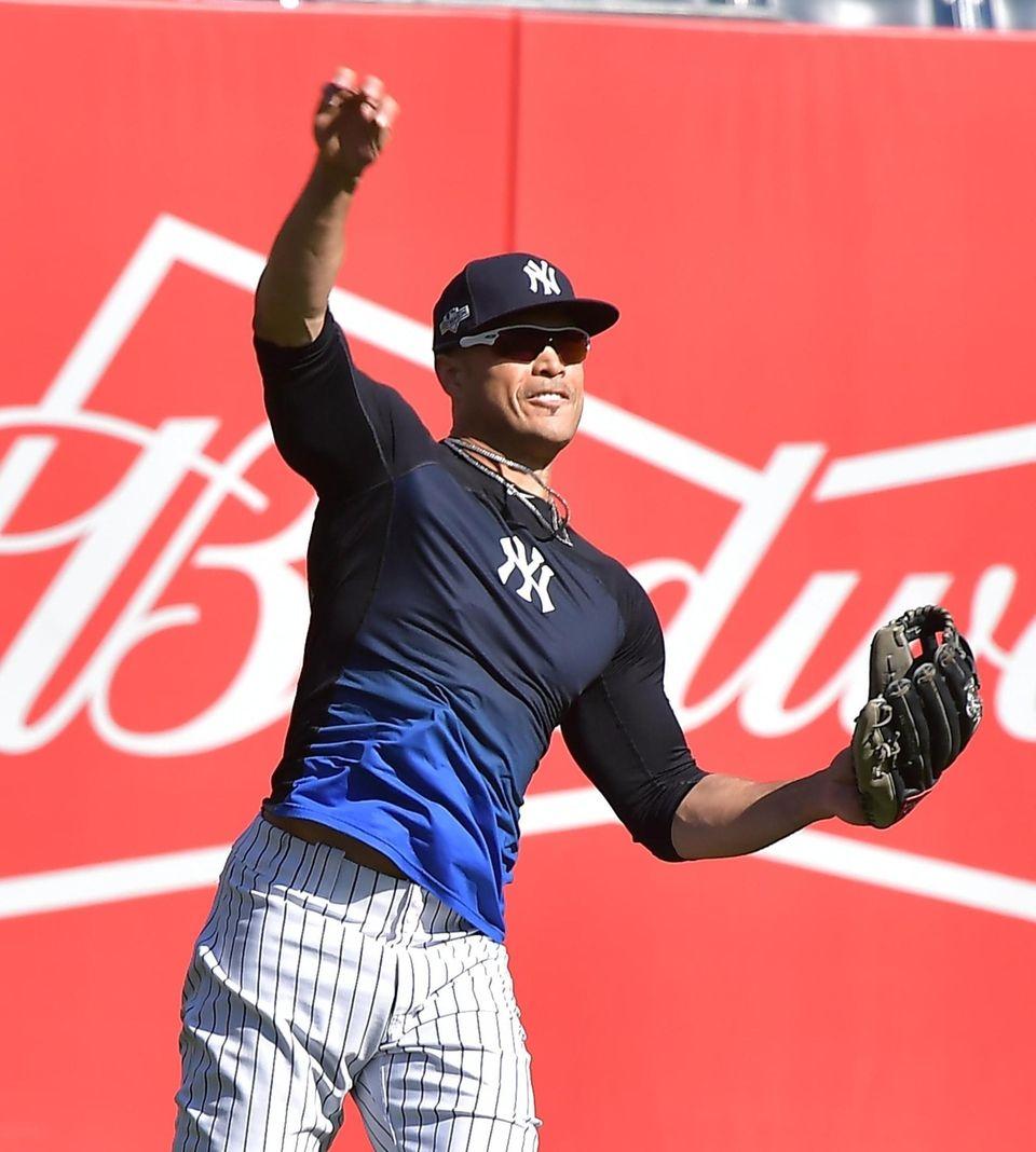 New York Yankees right fielder Giancarlo Stanton (27)