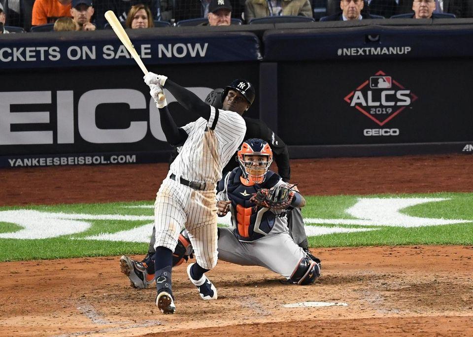 New York Yankees shortstop Didi Gregorius flies out