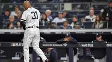 New York Yankees Aaron Hicks (31) strikes out