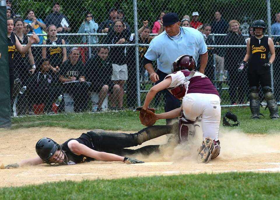 Catcher Kathryn Hess (7) puts the tag on