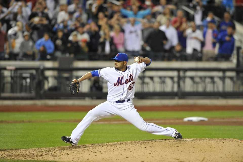 Johan Santana throws his last pitch to David