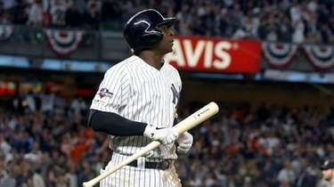 Didi Gregorius heads back to dugout after flying