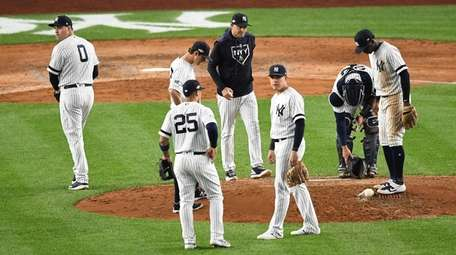 New York Yankees relief pitcher Adam Ottavino (0)