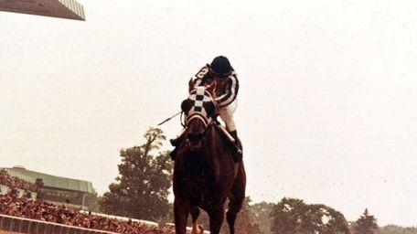 Ron Turcotte rides Secretariat to win the Belmont