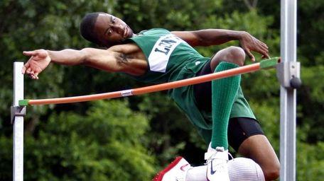 Longwood's Mark Jackson cleared 6'10