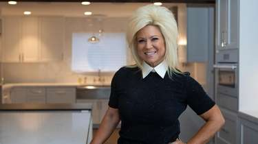 """Long Islad Medium"" star Theresa Caputo poses for"