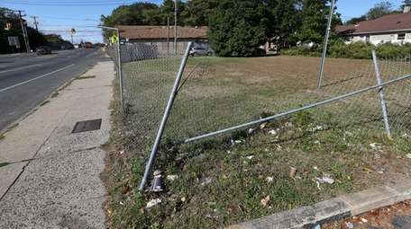 A vacant lot on Nassau Road and East