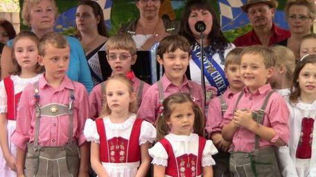 Members of the Die Erste Gottscheer Tanzgruppe children's