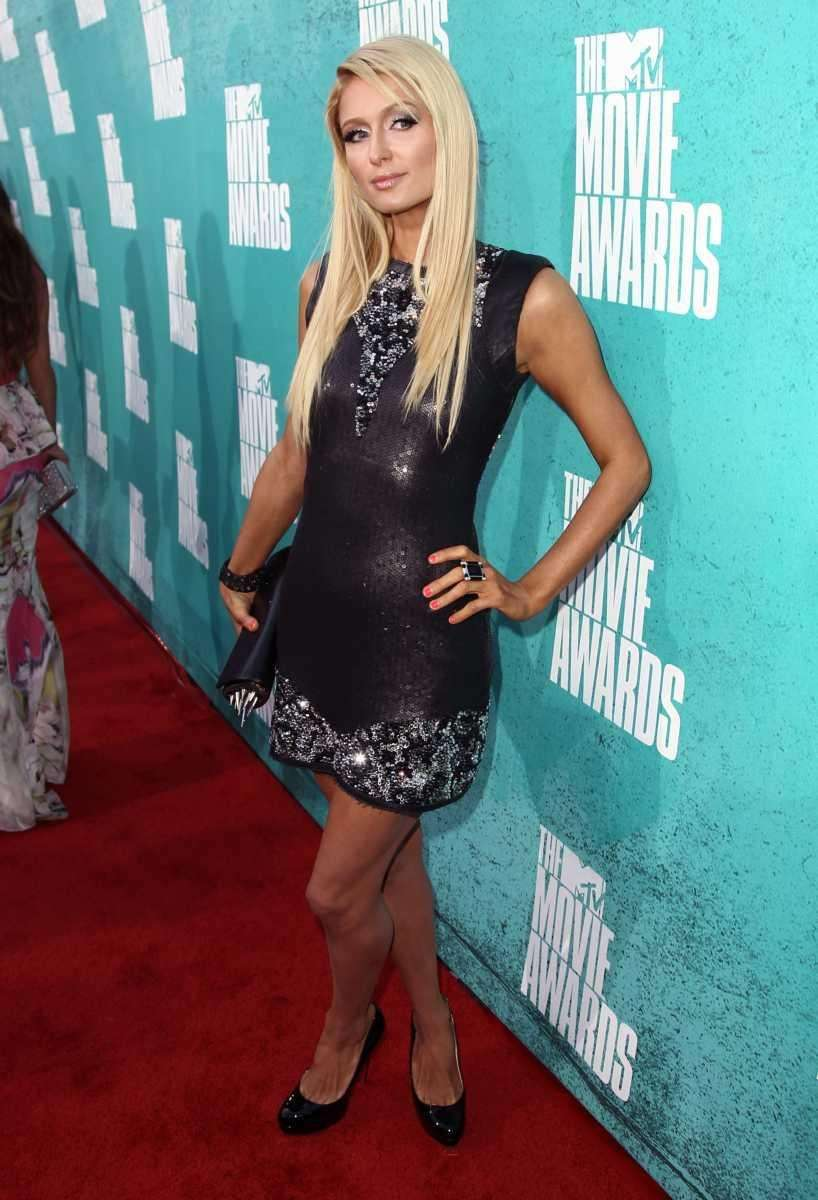 Paris Hilton arrives at the MTV Movie Awards