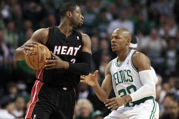 Boston Celtics guard Ray Allen, right, defends against