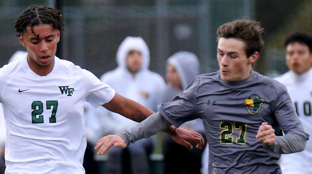LaPeters scores twice in Ward Melville win over Floyd