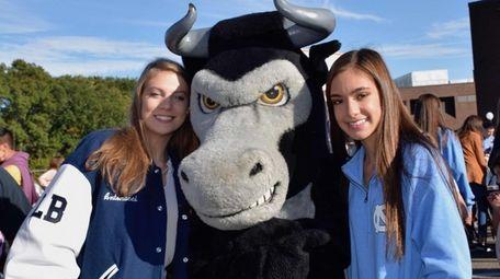 Smithtown High School West students show their school