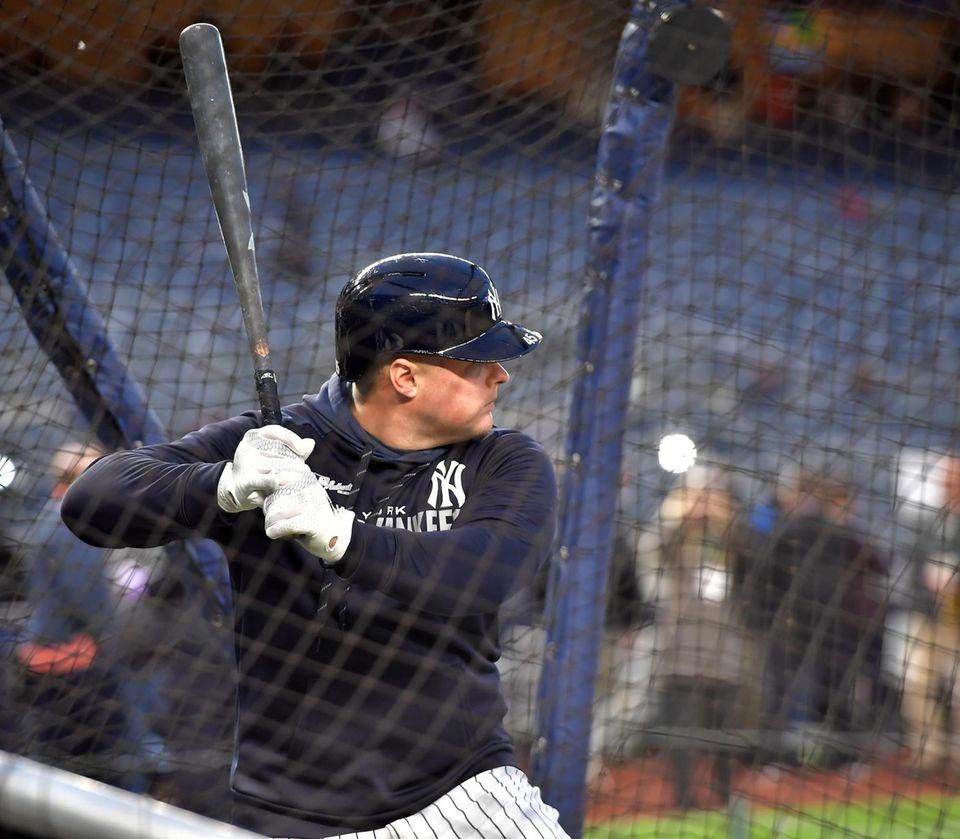 New York Yankees first baseman Luke Voit (45)