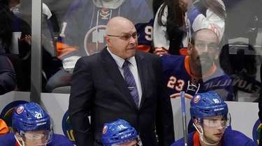 Islanders head coach Barry Trotz watches from the