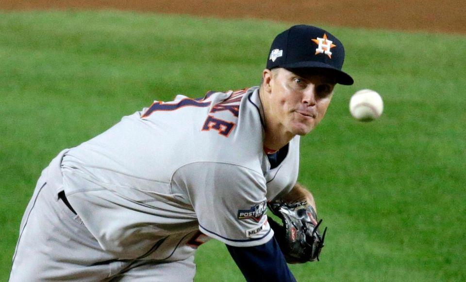 Houston Astros starting pitcher Zack Greinke (21) delivers