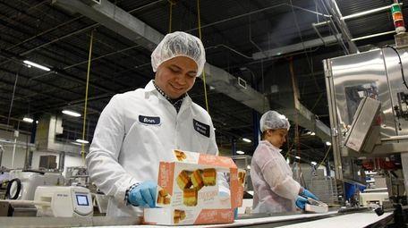 Cookies United quality control manager José Elmer Argueta