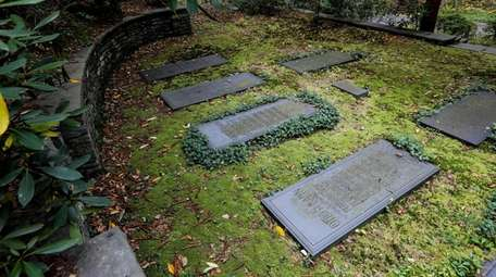 The grave of Otto Kahn can be found