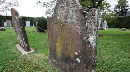 The tombstone of Freelove, the wife of Maj.