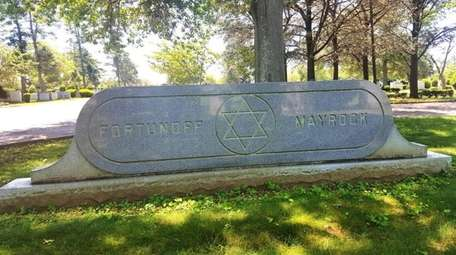 The Fortunoff family is buried at Mount Ararat,