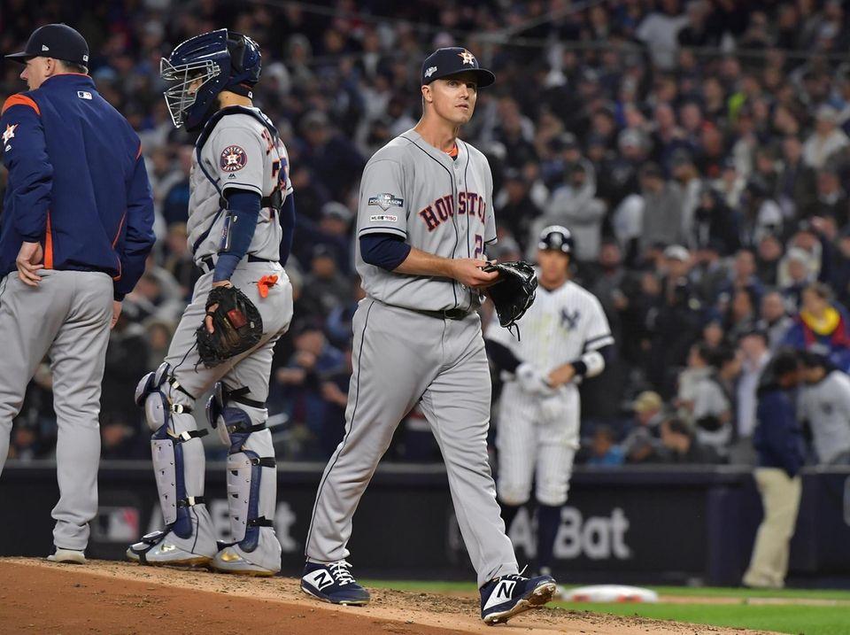 Houston Astros starting pitcher Zack Greinke (21) walks