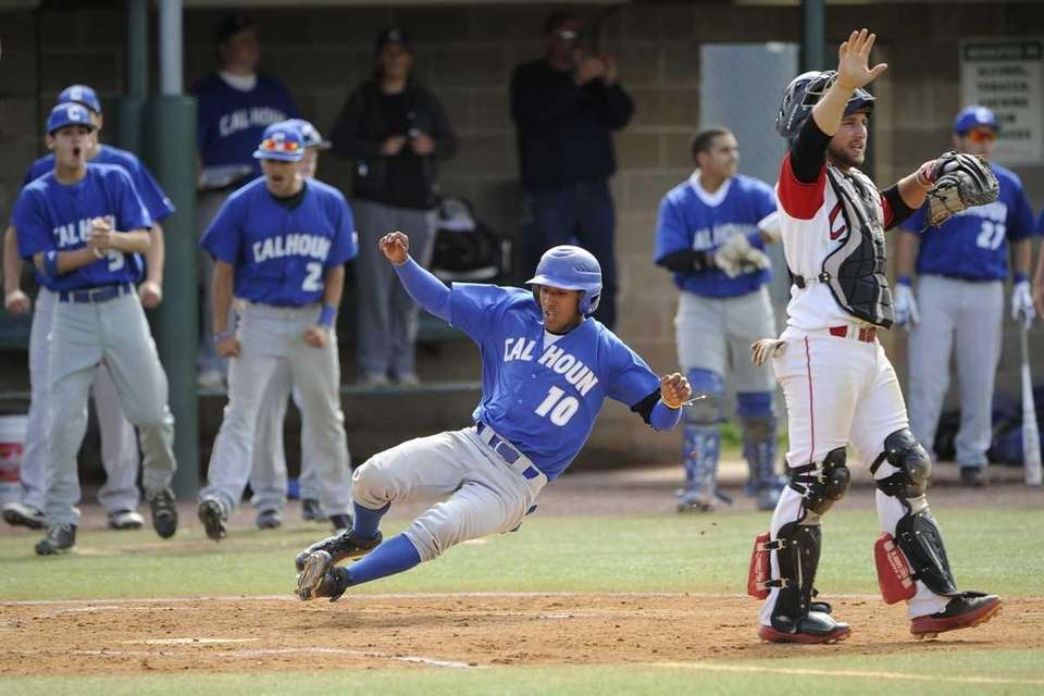 Calhoun's Alex Vargas scores in the first inning