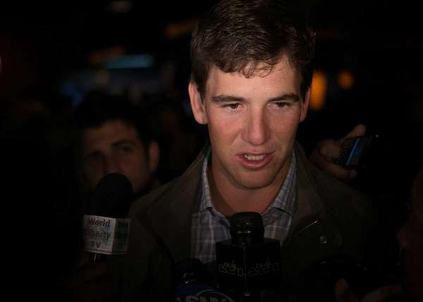 Giants quarterback Eli Manning speaking to reporters at